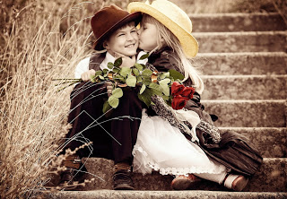 small-boy-and-girl-flower-in-hand-kiss-wallpapers.jpg
